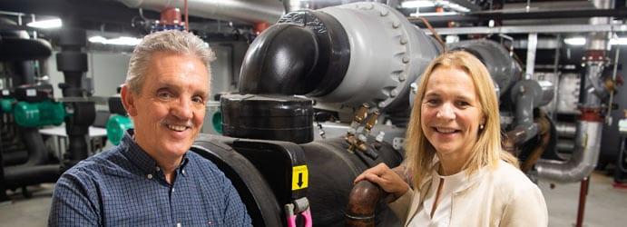 Foto van Hennie de Groot en Marian Wiarda, enthousiast over Milieuthermometer Zorg